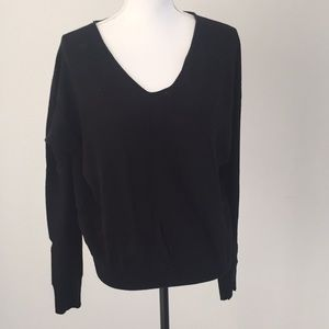 Gap  v neck black sweater size large